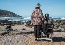 senirzy na plaży